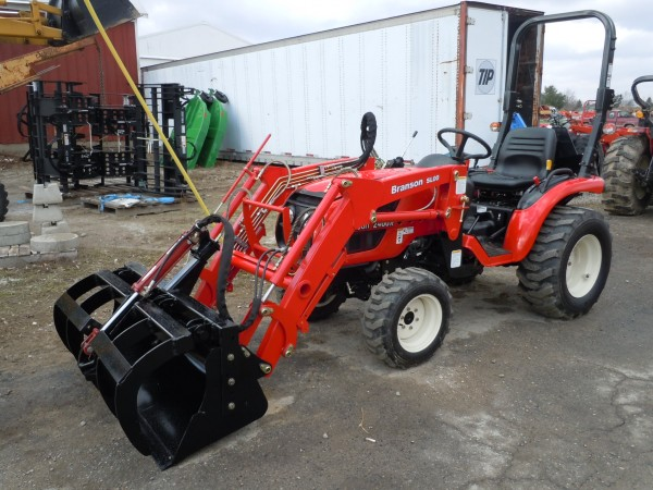 Grapple bucket for a Branson 2400h Tractor