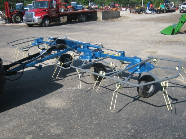 17 ft, 4 basket Hay Tedder w/ hydraulic fold