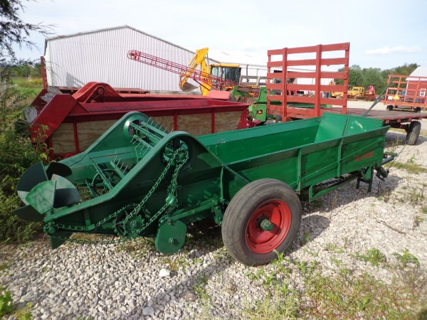 Used 90bu Manure Spreader