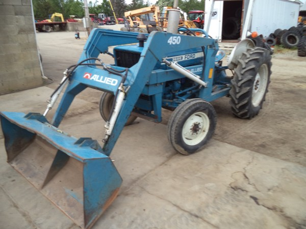 Used Ford 3600 Tractor w/loader- 2WD
