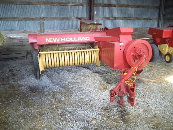 Used NH 273 Square Baler