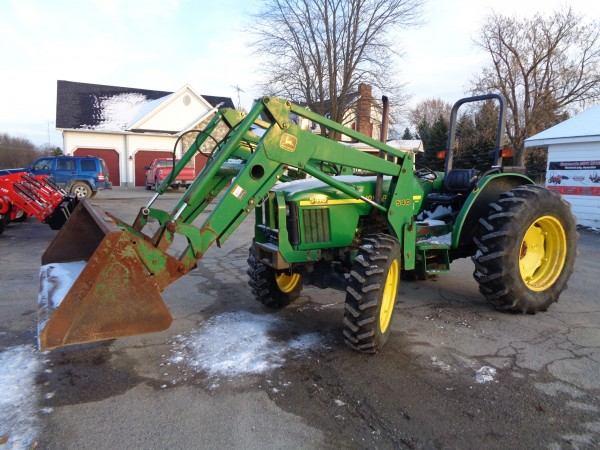 Used JD 5410 Tractor w/Loader- 4WD