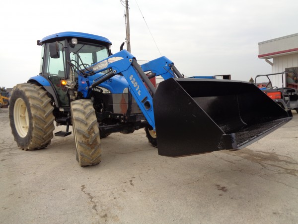 Used NH TD95D Tractor w/ Loader- 4wd