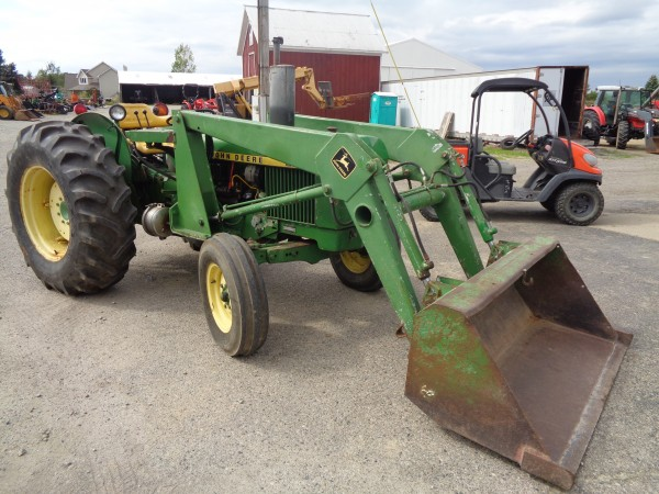 Used JD 2240 Tractor w/Loader- 2wd