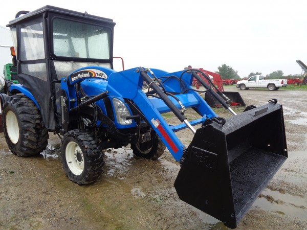 Used NH TC34DA Tractor w/ Loader & Soft Cab- 4WD